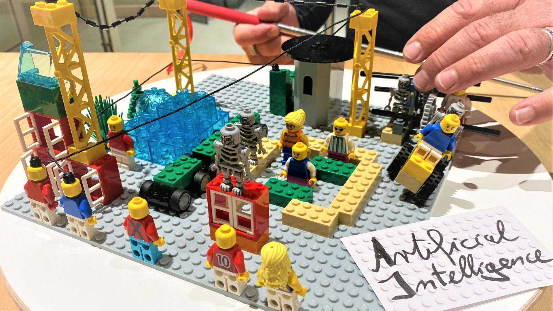 Wie LEGO® Serious Play® für aktive Beteiligung und sichtbare Ergebnisse in Workshops sorgt.