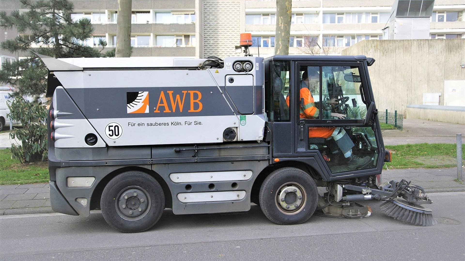 Wie in Köln aus Leistungsdaten von Kehrmaschinen Kennzahlen der Straßenreinigung werden.