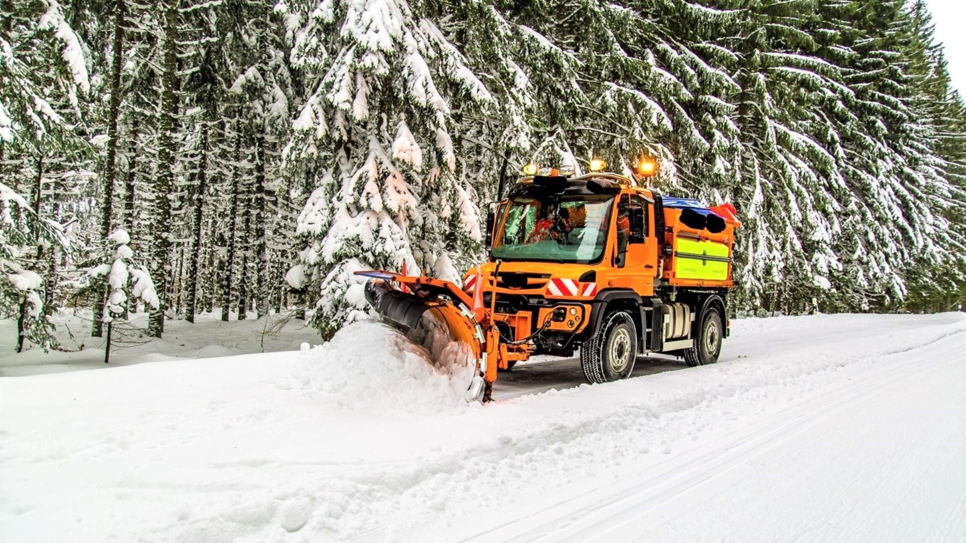 Worauf müssen Betriebe beim Einsatz und der Beschaffung von Schneepflügen achten?